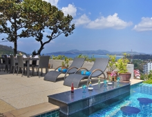 Villa Baan Suk Sabai - Pool bar and outdoor dining
